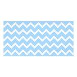 Rayas azul claro y blancas del zigzag tarjeta fotografica