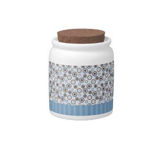 Rayas azules claras con los círculos jarra para caramelo