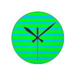 Rayas azules de neón de la verde lima y del trullo relojes de pared