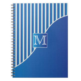Rayas azules del monograma/blancas sofisticadas libro de apuntes con espiral