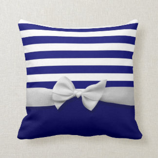 Rayas azules náuticas y gráfico blanco del arco de cojines