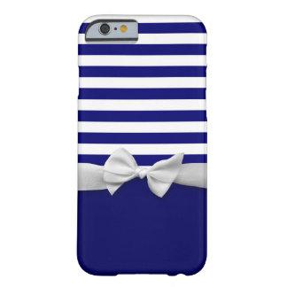 Rayas azules náuticas y gráfico blanco del arco de funda para iPhone 6 barely there