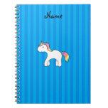 Rayas azules personalizadas del unicornio conocido libro de apuntes