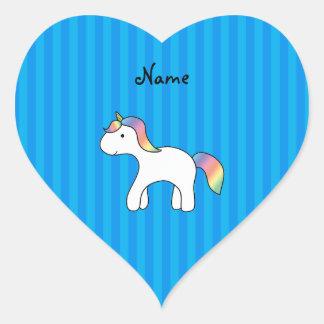 Rayas azules personalizadas del unicornio conocido pegatina en forma de corazón