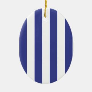 Rayas azules y blancas adorno navideño ovalado de cerámica