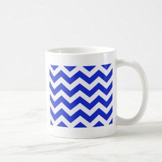 Rayas azules y blancas de Chevron Taza