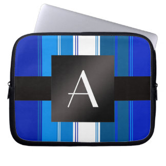 Rayas azules y blancas del monograma fundas ordendadores