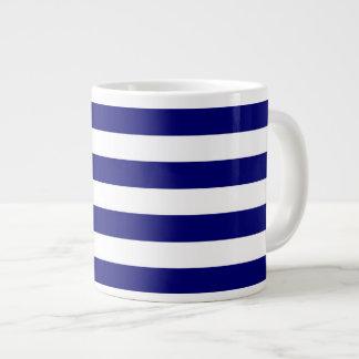 Rayas azules y blancas náuticas taza grande