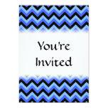 Rayas azules y negras del zigzag invitación 12,7 x 17,8 cm