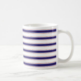 Rayas azules y rojas náuticas en blanco taza de café