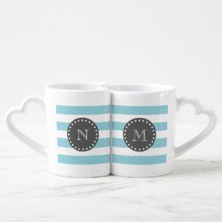 Rayas blancas azules modelo, monograma del carbón set de tazas de café