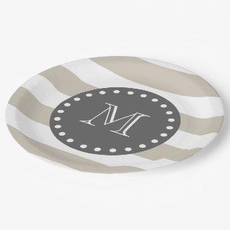 Rayas blancas beige modelo, monograma del carbón plato de papel de 9 pulgadas