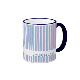 Rayas blancas de la lila azul blancas taza de dos colores