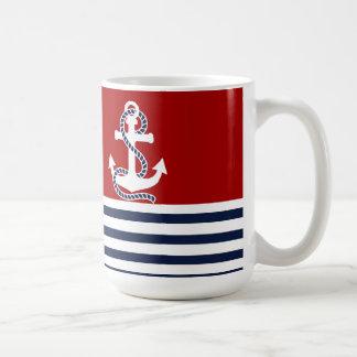 Rayas blancas de los azules marinos náuticos y taza de café