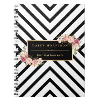 Rayas blancas negras abstractas y marco floral del notebook