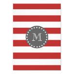Rayas blancas rojas modelo, monograma del carbón invitación 12,7 x 17,8 cm