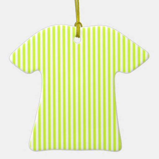 Rayas - blancas y amarillo fluorescente adorno de cerámica en forma de playera
