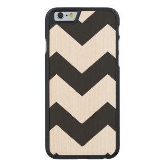 Rayas blancos y negros del galón funda de iPhone 6 carved® slim de arce