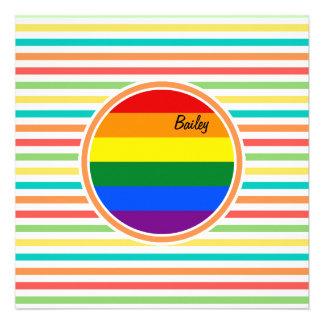 Rayas brillantes del arco iris bandera de LGBT Invitacion Personalizada