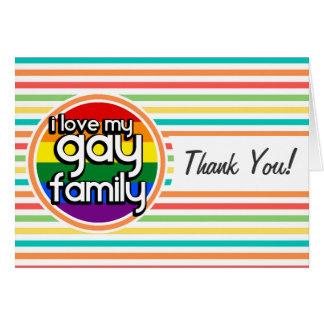 Rayas brillantes del arco iris, familia gay felicitacion