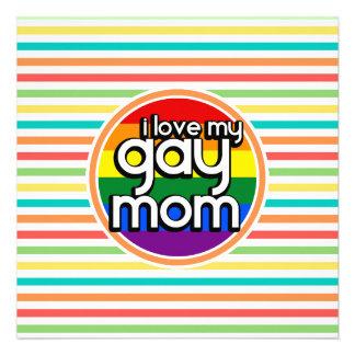 Rayas brillantes del arco iris mamá gay invitaciones personales