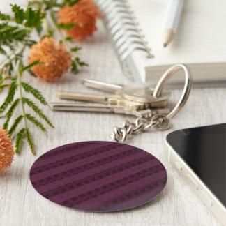 Rayas carmesís con clase - rojo y púrpura llavero redondo tipo pin