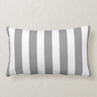 Rayas clásicas del diseñador en gris y blanco cojín