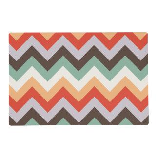Rayas coloridas del zigzag tapete individual