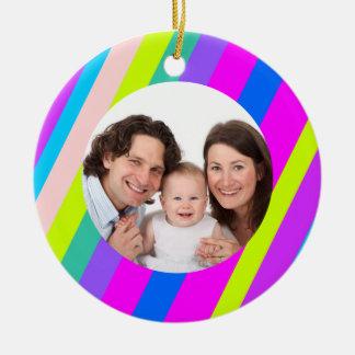 Rayas coloridas/foto adorno navideño redondo de cerámica