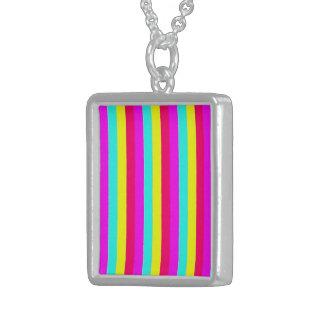 rayas coloridas, llamativas colgante cuadrado