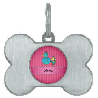 Rayas conocidas personalizadas del rosa del pavo r placa de mascota