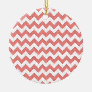 Rayas coralinas ligeras de Chevron Ornamento Para Arbol De Navidad