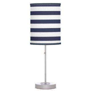 Rayas de azules marinos con clase lámpara de mesa