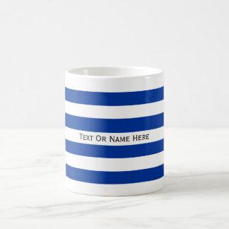 Rayas de encargo de los azules claros y del blanco taza clásica