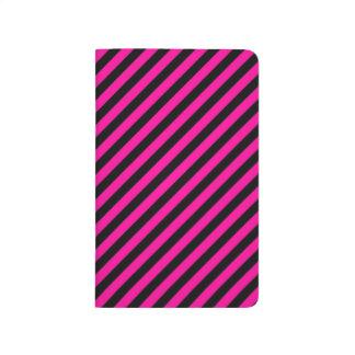 Rayas de la diagonal del rosa y del negro cuaderno grapado