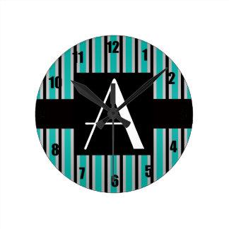 Rayas de la turquesa del monograma relojes de pared