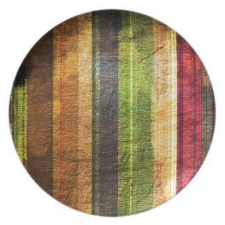 rayas del color en el modelo de madera platos