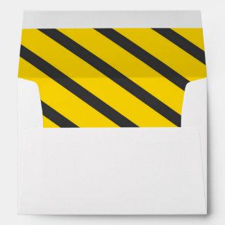 Rayas del gris del amarillo de la fiesta de sobre