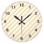 Rayas diagonales beige y blancas relojes