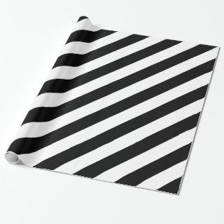Rayas diagonales blancos y negros papel de regalo