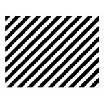 Rayas diagonales blancos y negros postal