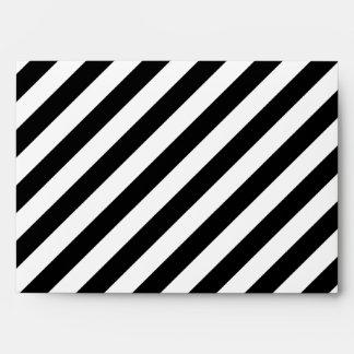 Rayas diagonales blancos y negros sobres