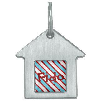 Rayas diagonales del rojo de azules turquesas de placa de mascota