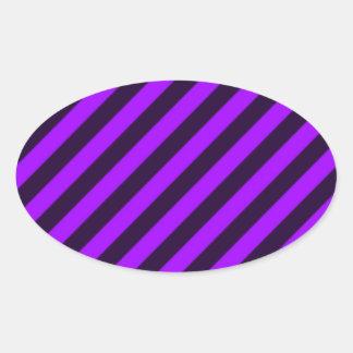 rayas diagonales púrpuras y negras calcomania de óval personalizadas