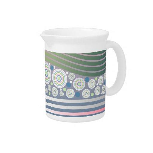 Rayas en colores pastel abstractas de las ondas de jarra de beber