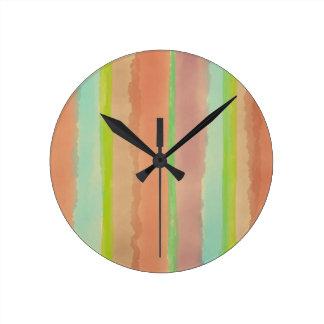 Rayas en colores pastel artsy de la acuarela reloj redondo mediano