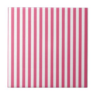 Rayas finas - blancas y rosa oscuro azulejo cuadrado pequeño