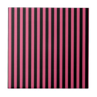 Rayas finas - negras y rosa oscuro azulejo cuadrado pequeño