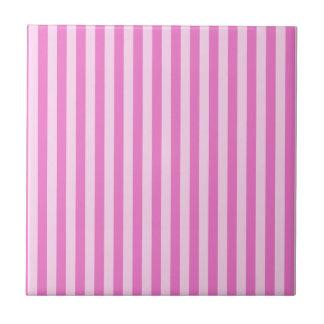 Rayas finas - rosadas y rosa oscuro azulejo cuadrado pequeño