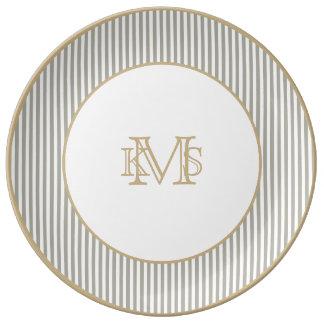 Rayas grises y blancas de la paloma de la cabaña platos de cerámica